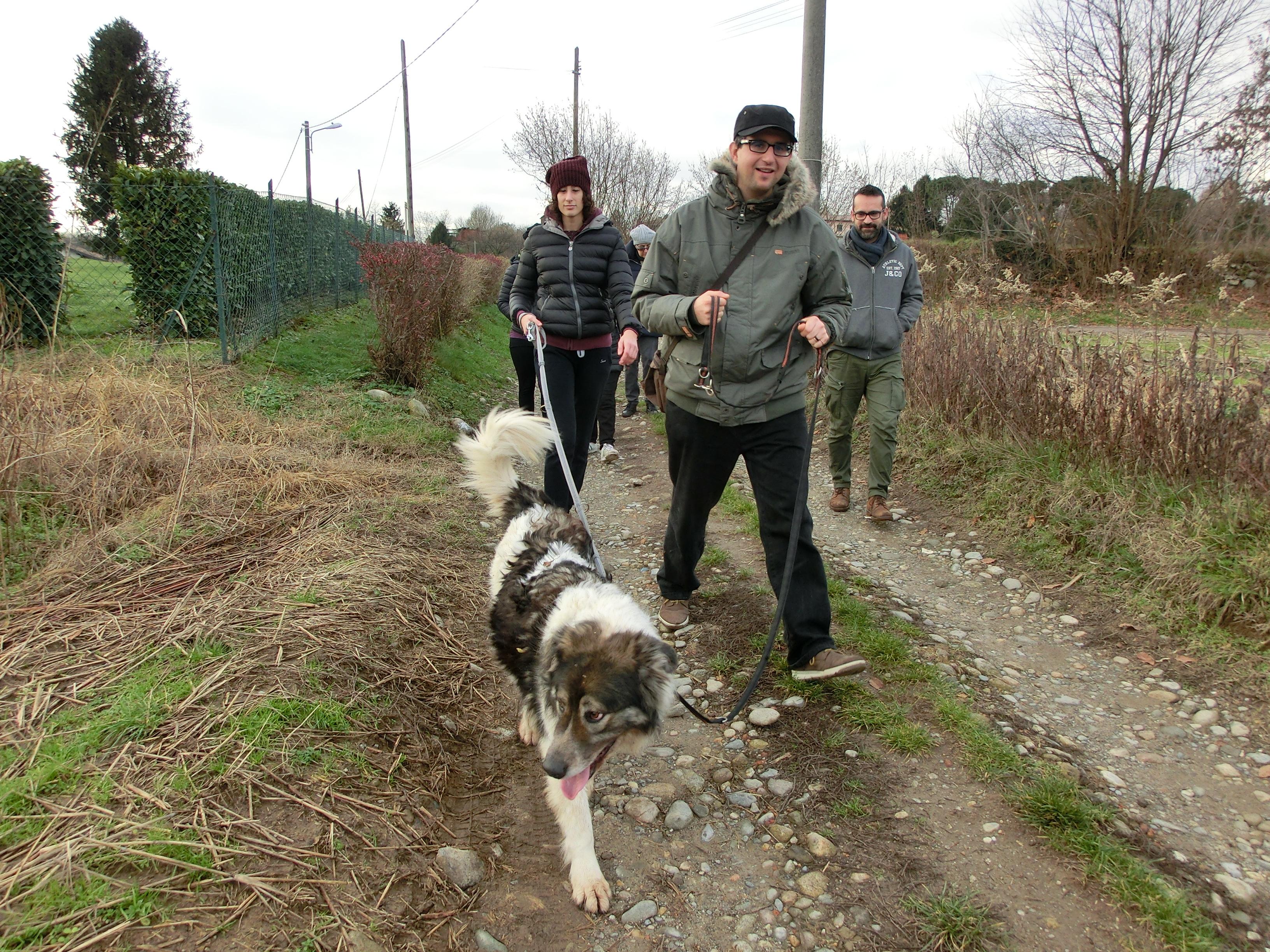Socio Bau.2 utenti e cane a passeggio
